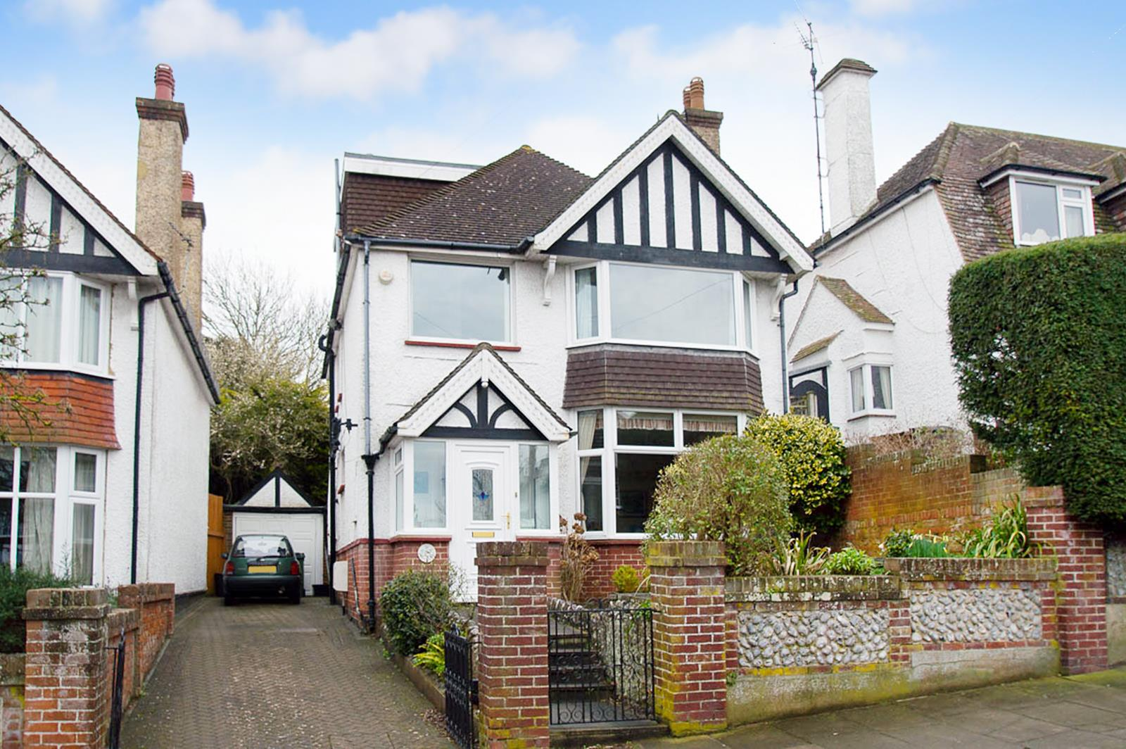 4 Bedrooms Detached House for sale in Kings Avenue, Eastbourne